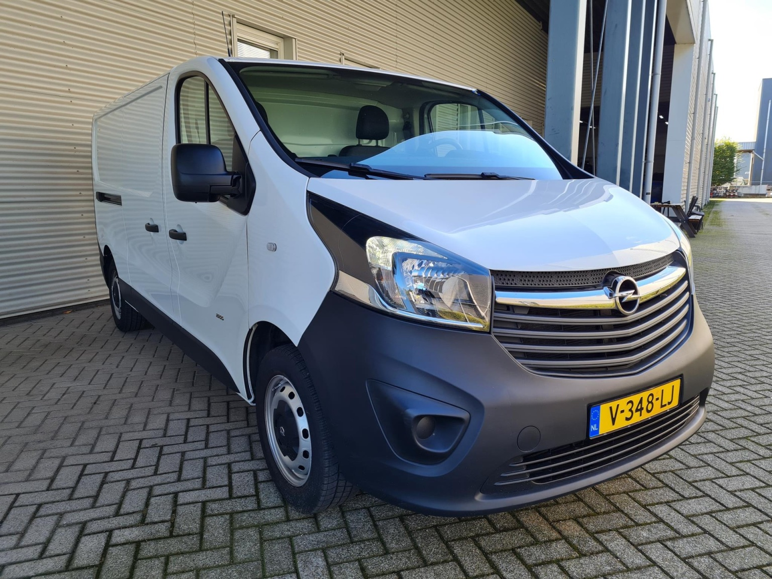Opel-Vivaro-5